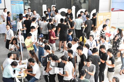 学院举办2018届毕业生首次招聘会-青岛职业技术学院