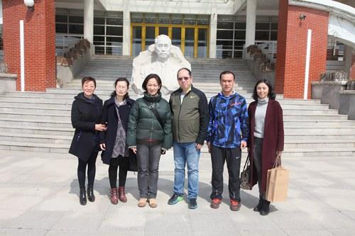 """于婧介绍了青岛市图书馆联盟建立和青岛市""""文化惠民""""活动有关情况,对"""