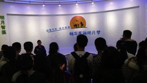 知行书院组织社团成员参观明月海藻科技馆