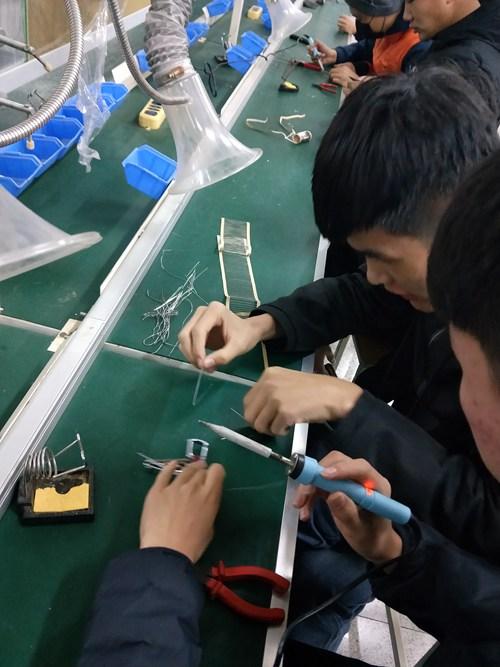 """信息学院举办""""导线造型创意设计焊接""""比赛"""